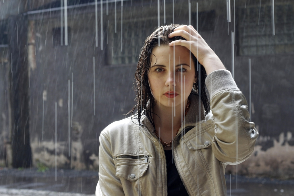 Regenponcho vor Regen schuetzen